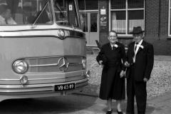 Bus-15-opa-en-oma