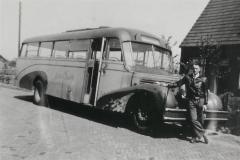 White-bus-overgenomen-van-v.-Asten-foto-Harry-Wind